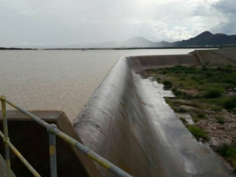 Botswana Gaborone Dam Full For First Time In Sixteen Years